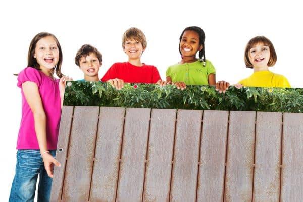 myfence Sichtschutz Max mit Kindern
