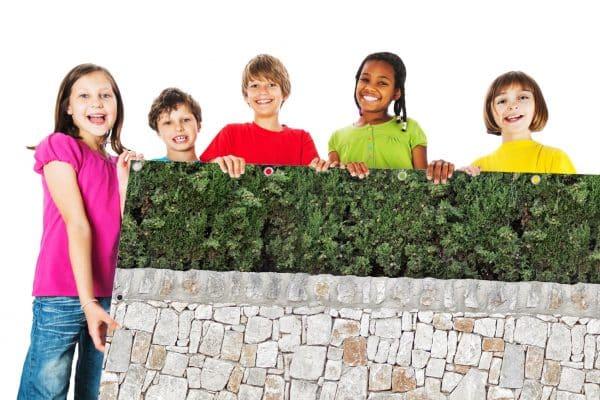 myfence Sichtschutz Olli mit Kindern
