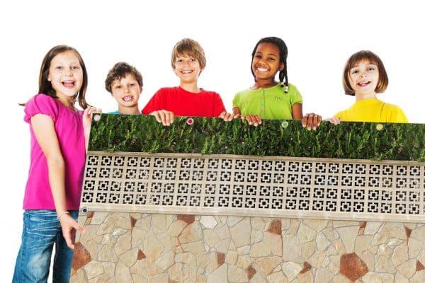 myfence Sichtschutz Rosetta mit Kindern