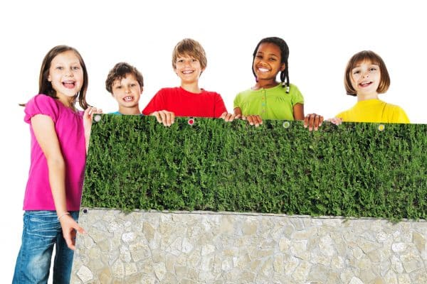 myfence Sichtschutz Zeno mit Kindern