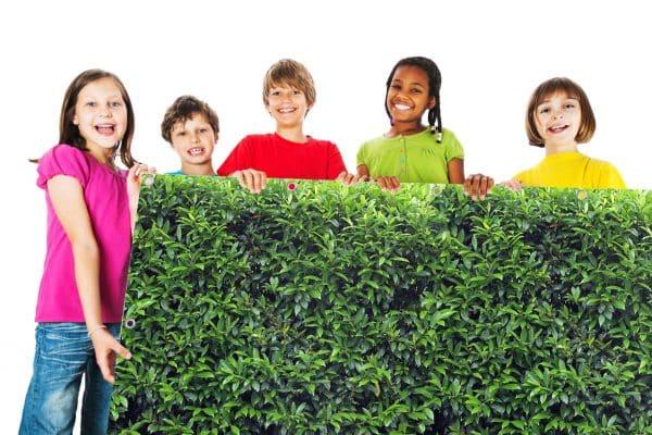 myfence Sichtschutz Lori mit Kindern