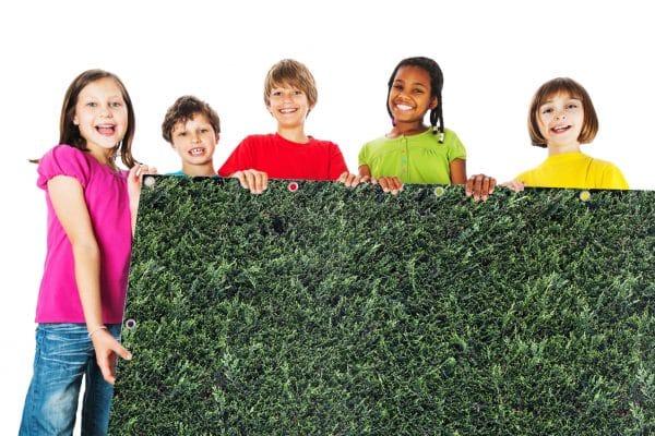myfence Sichtschutz Tim mit Kindern
