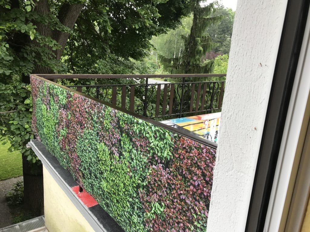 """""""Mixi"""" beidseitig bedruckt am Balkon außen"""