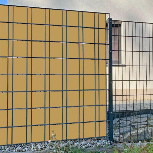 Braunbeige Sichtschutzstreifen myfence Anwendung
