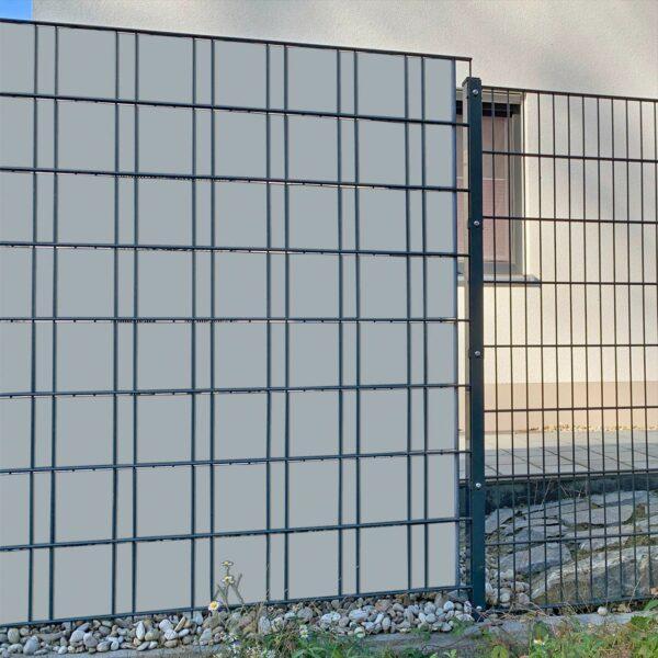 Silbergrau Sichtschutzstreifen myfence Anwendung