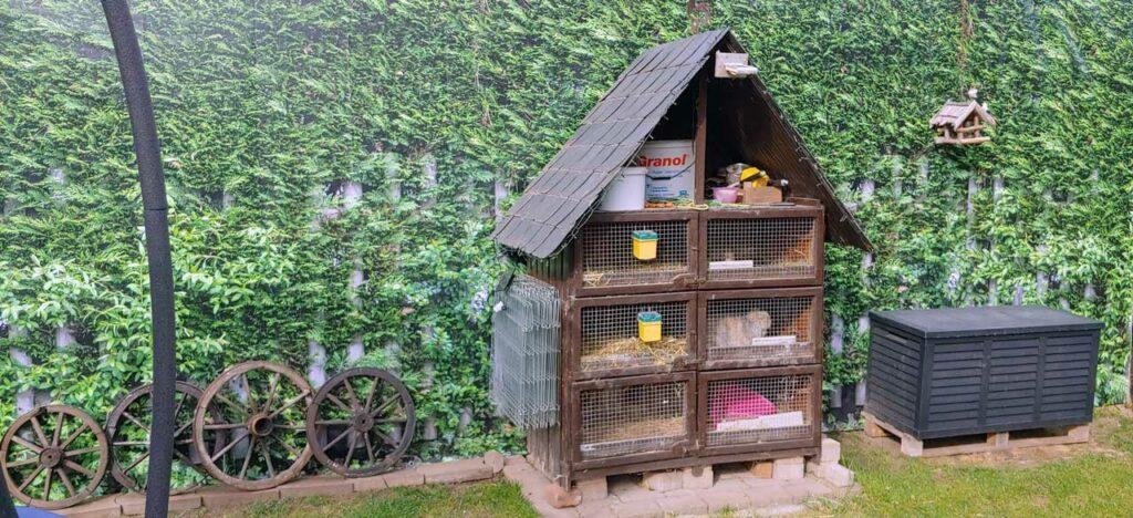 myfence Kundenfoto Sichtschutz in Garten hinter Hasenstall